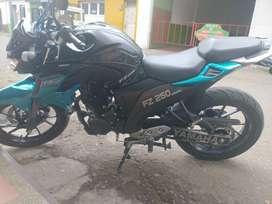 Motocicleta FZ250