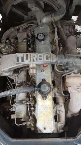 Vendo motor  hino h07 en n perfectas condiciones  bomba de inyeccion  buen estado caja de cambio perfecta