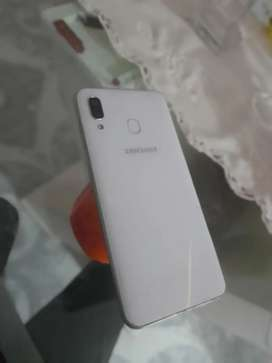 Se vende Samsung A30 casi nuevo poco tiempo de uso con factura declaro caja