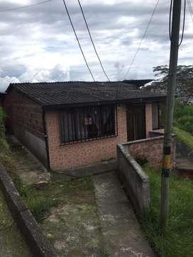 Se vende casa cerca al barrio arrayanes