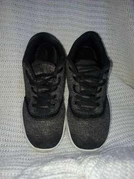 Tenis, zapatillas talla 35 usado buen estado