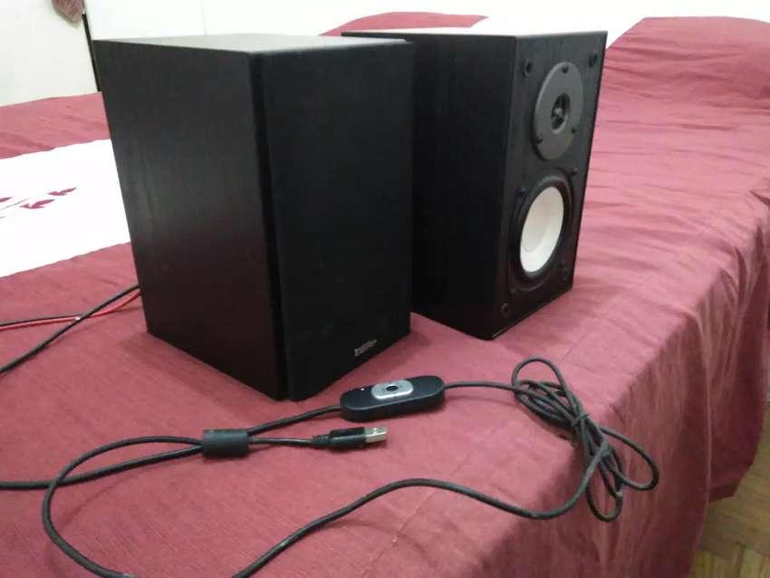 Parlantes edifier R600 USB 0