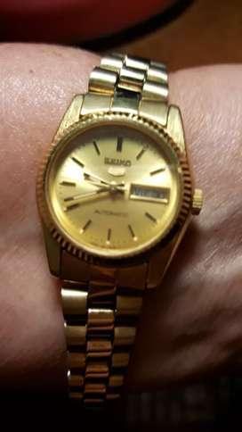 Vendo cambio bonito reloj para dama  SEIKO  automatico
