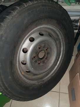 Venta de repuesto para camioneta 5 huecos ( rin con llanta ) 225-70 rin 15