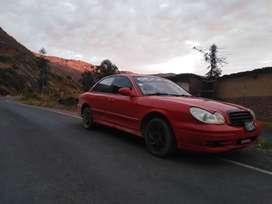 Auto color rojo hyunday sonata 2002.