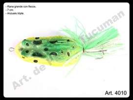 Señuelo Rana con flecos y triple. Art. de Pesca Tucuman.