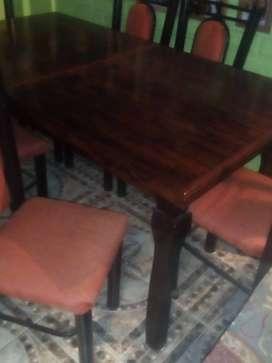 Mesa de madera externsible y 6 sillas