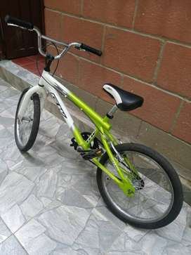Se vende bicicleta tipo BMX