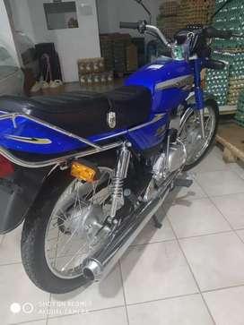 Vendo mod 2020 suzuki ax100 cómo nueva 450 km de fabrica todo los papeles titular impecable la moto como nueva