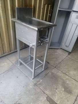 Freidor de un puesto; ideal para freír alimentos con buen rendimiento.
