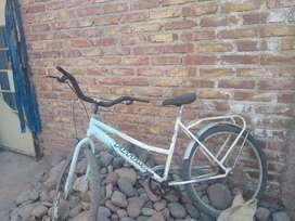 Vendó bicicleta de mujer muy linda y cómoda liviana