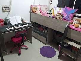 Venta de Juego de Alcoba infantil marca Tugo en buen estado, 2 cajones, bodega para juguetes, escritorio y silla