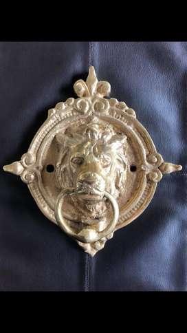 Golpeador con forma de leon