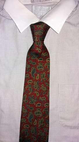 Corbata marca Furest hecha a mano en España pura seda natural 100%