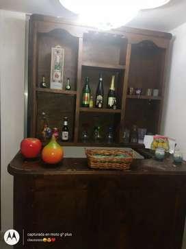 Barra de bar y licorera