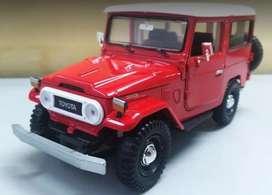 Toyota Fj40 Escala 1:24 Rojo, 18 Centímetros de Largo, Metálico Fabricante Diecast, Nuevo