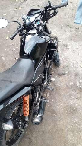 Se vende   moto honda 110 año 2018 papeles al dia