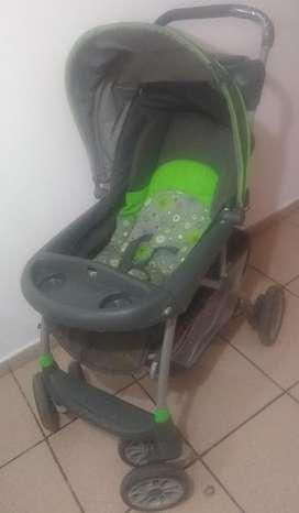 vendo coche marca evenflo color verde en excelente estado con silla para carro incluida