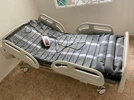 Conjunto Cama hospitalaria tipo UCI y Grua hospitalaria para manipulacion de pacientes de baja movilidad