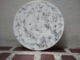 Mesa pintada en resina