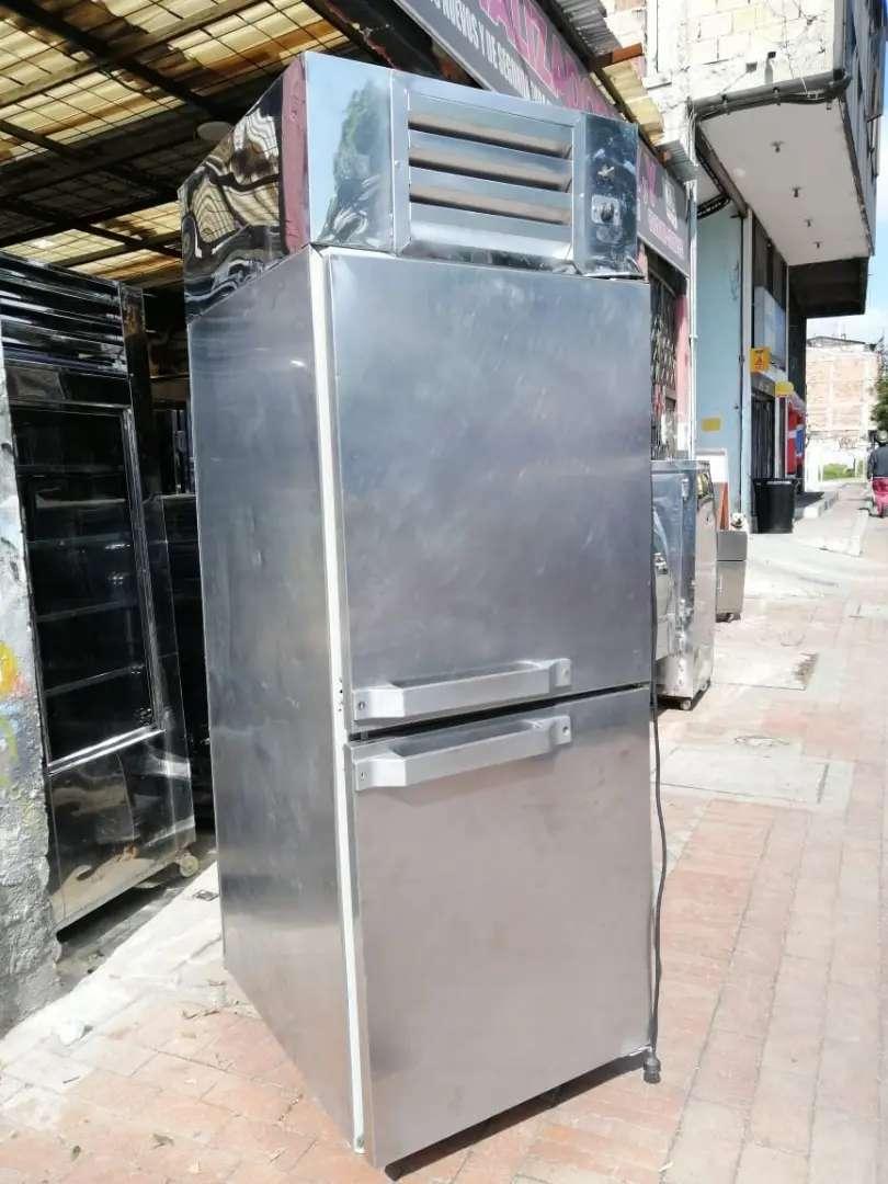 Hermoso  congelador todo en acero 0