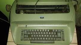 MAQUINA DE ESCRIBIR ELECTRICA IBM. VALOR 1.000