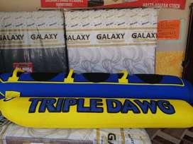 Banana inflable marca bass pro shop 3 puestos.
