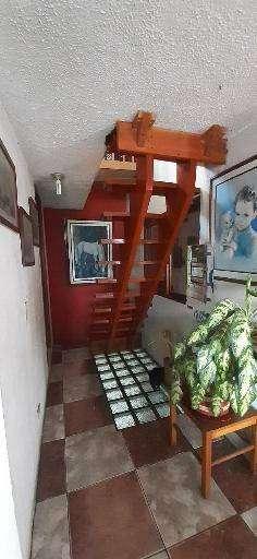 Casalote en Suba Villa maría con 3 apartamentos y localarrendados, posibilidad de cinstruir bodega 100m2 aprox