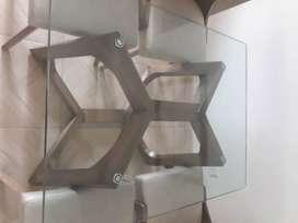 Vendo comedor cuatro puestos con superficie en vidrio y madera.