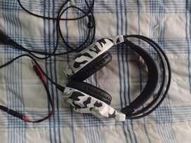 Vendo auriculares gamer PS4 PC Soyto 850mv Camuflado C/luz