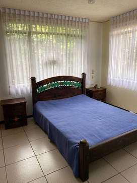 Cama, colchòn y dos mesas de noche