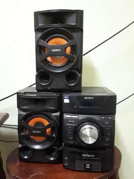 Equipo Musica Sony Genezi