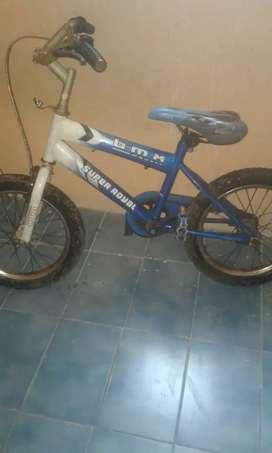 Se vende bicicleta.para niño