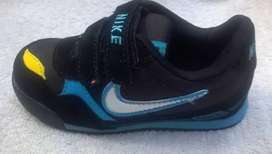 Zapatilla de Niño Nike Negro*Azul