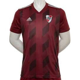 Camiseta de River Plate. Color bordó