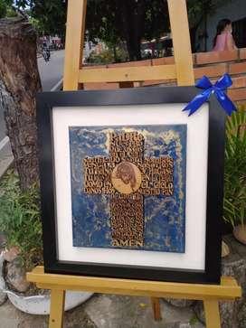 Cuadro de la cruz con el padre nuestro,con marco de madera