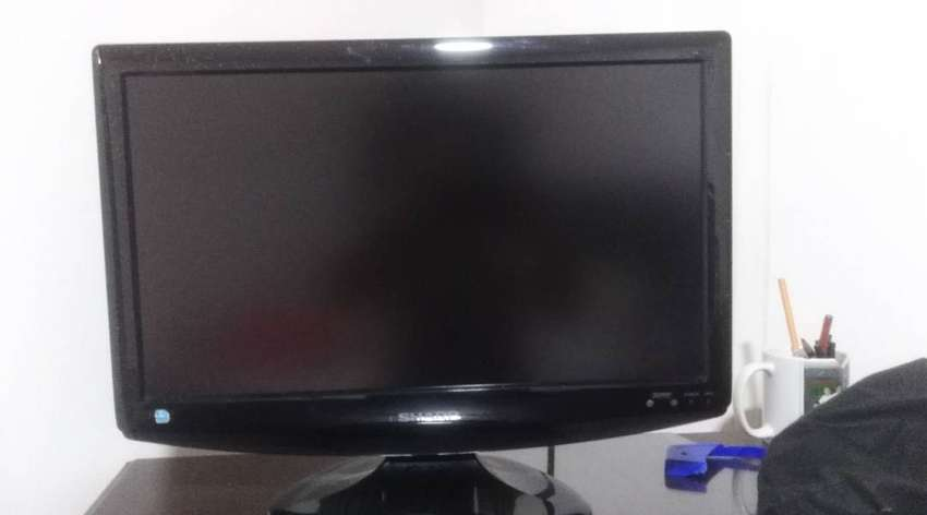 "tv de 19""  LCD marca sharp sirve como monitor 0"