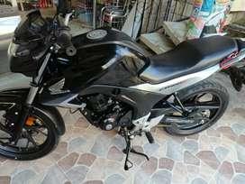 Se vende Moto Honda CB160F DLX negra 2019, motivo viaje.