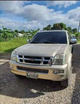 Se vende pick up marca isuzu