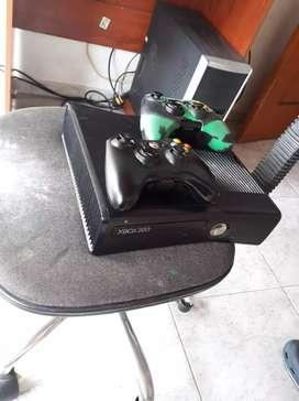 Xbox en buen estado con 33 juego, 420 negociables