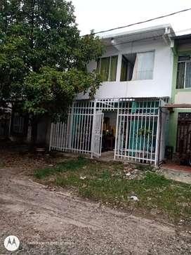 Se vende casa de dos pisos GANGA 120 MILLONES SERCA DE AEROPUERTO, DE CENTROS COMERCIALES Y DE COLEGIOS SE RECIVE CARRO