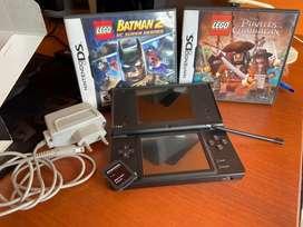 Nintendo DSi con 2 juegos , tarjeta sd de 2gb y estuche