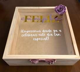 Caja 30x30cm en madera y vidrio para cumpleaños