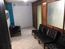 Se arrienda oficina en tercer piso; incluye sala de espera