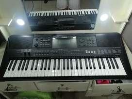Teclado portátil Yamaha PSR-E463 (5 octavas)