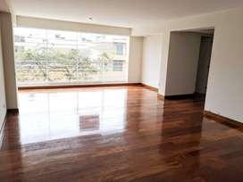 Amplio flat de estreno con finos acabados en Urb Higuereta