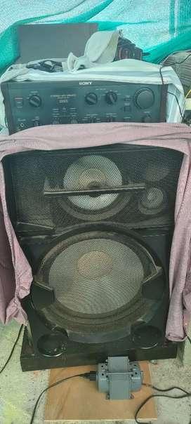 Remato 2 parlantes Sony más un amplificador sony