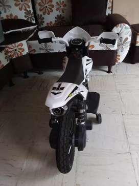 Vendo moto eléctrica con cargador y usb