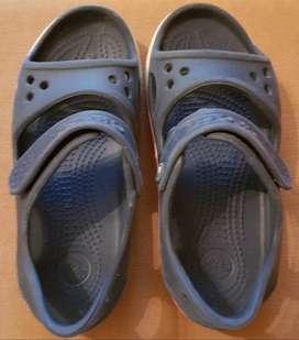 Sandalias para niños . Talla C13 - 30-31