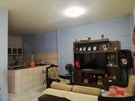 Se alquila casa de tres pisos, con cerámica, sala, comedor, cocina, con cuatro cuartos, tres baños y terraza.
